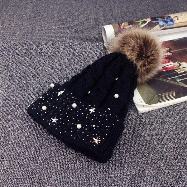 Зимняя женская шапка со стразами черная (333343)